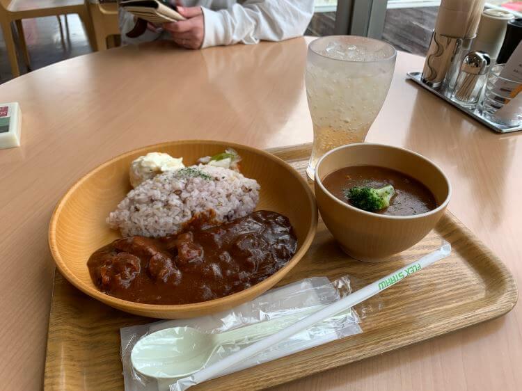『SOUP SOUP』の玉ねぎと鶏肉のカレーとビーフシチュー風デミグラススープのセット