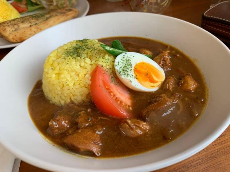 『Café Beija-flor』( カフェベイジャフロー)のチキンカレー