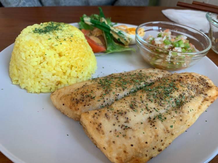 『Café Beija-flor』( カフェベイジャフロー)の白身魚ソテー